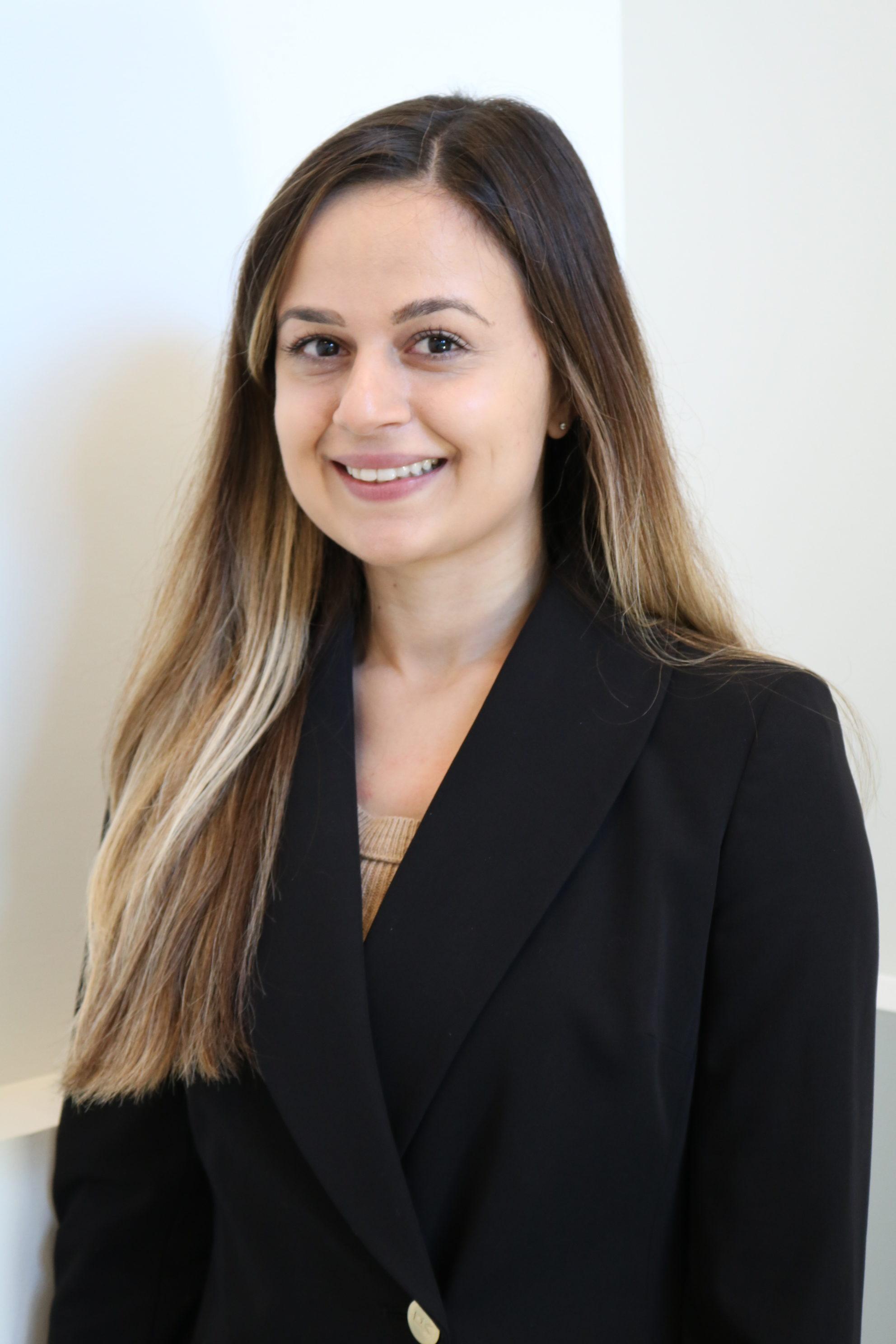 Nikta Yazdi, abogado